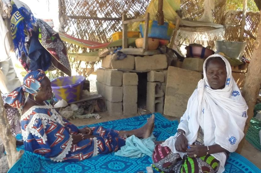 Hawoye and her mother.